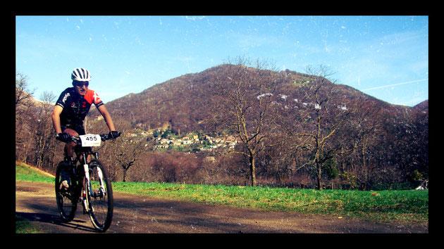 Biken vor herrlicher Kulisse: Matthias im Rennen.