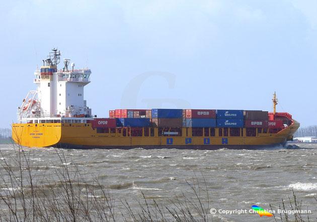 OPDR LISBOA Containerschiff auf der Elbe