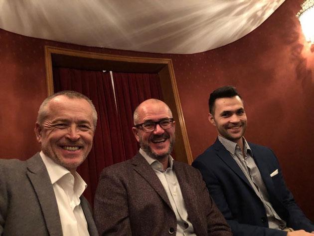 3 Personen (Dusko Lukanic, Antonio de Pina (Geschäftsführer Delta Controls Germany) und Christian Pichl in der Oper