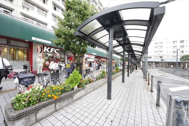 전철역 앞