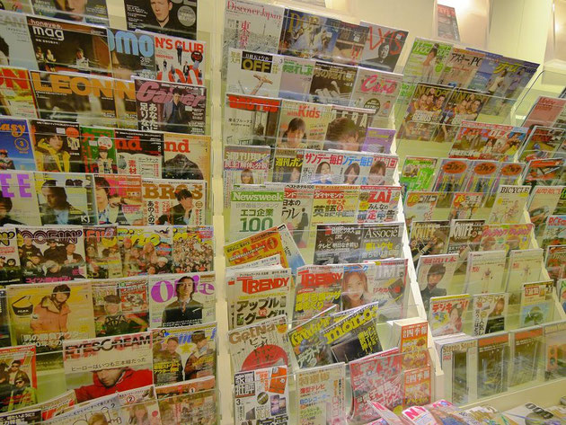 KLの紀伊国屋書店。日本の雑誌がタイムリーに店頭に並んでいるのを見て驚いた。
