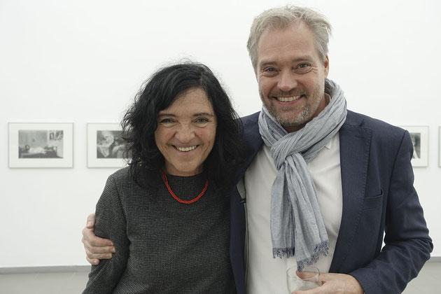 Adriana Lestido mit Matthias Harder, der zur Eröffnung am 13. Oktober sprach