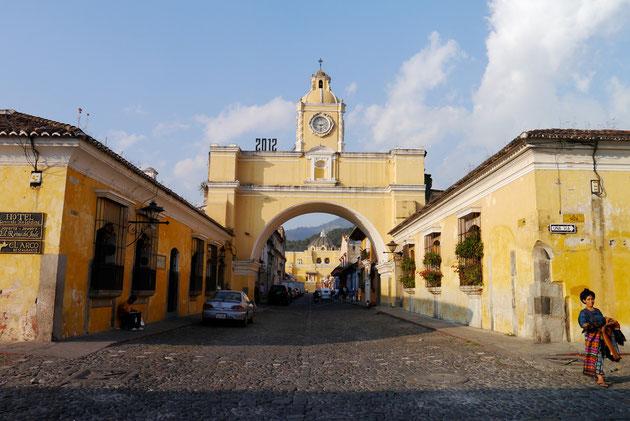 Santa Catalina Arch, Antigua de Guatemala, Guatemala (click to zoom)