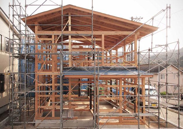 つよくしなやかに 小さな木と土の家 木造建築 柔構造