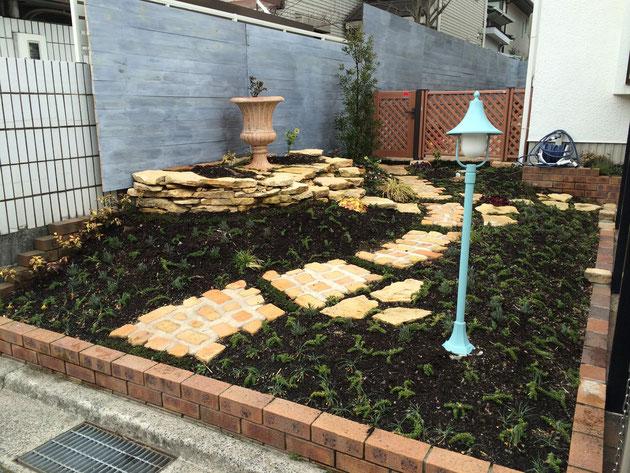 コッツウォルズの輸入石材を使用したウエルカムガーデン:広島県広島市南区向洋新町