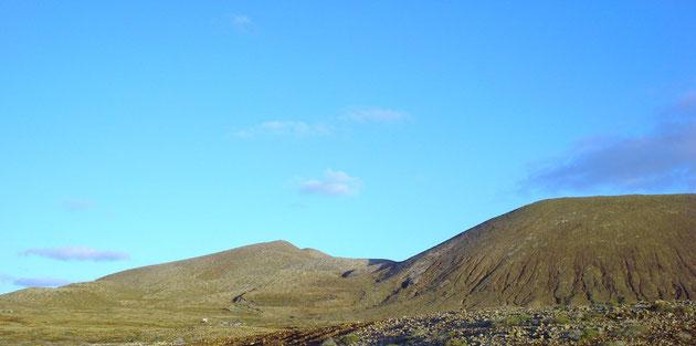 Montaña de las Agujas grandes y chicas por su parte trasera
