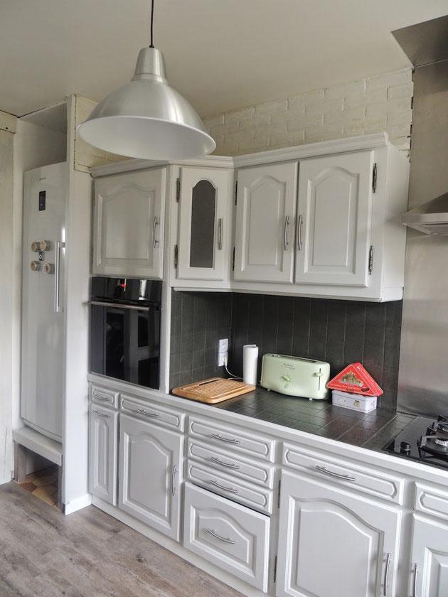 Dopo...ora sembra una cucina moderna, con linoleum e pitture specifiche anche voi potete farlo!