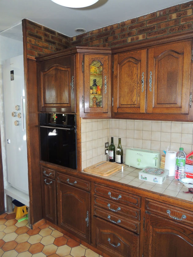 Prima...la cucina classica marrone dalle piastrelle ai mobili