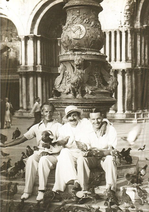 Meher Baba with Quentin Todd ( L ) and Herbert Davy ( R )