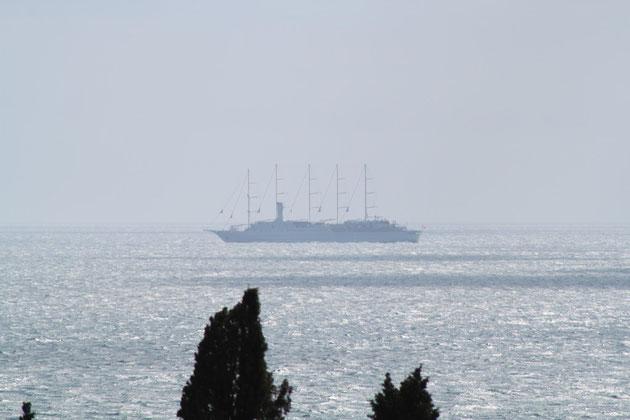 Jeden Tag kamen bei uns mehrere Kreuzfahrer nach und von Dubrovnik vorbei.