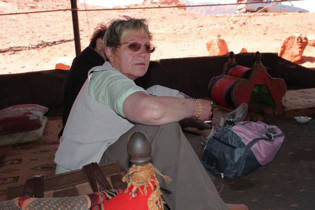 Teepause im Beduinenzelt.