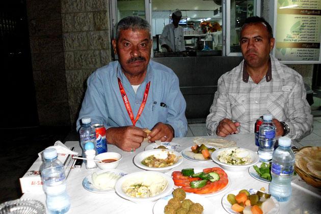 Erstes Abendessen in Amman mit Wael und unserem Fahrer Abu Essam.