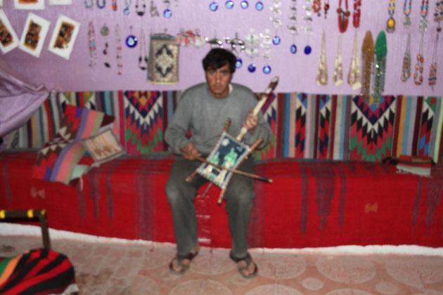 Der jordanische Musiker.