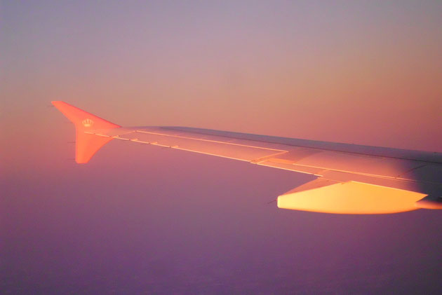 Flug in den Sonnenuntergang kurz vor Israel.