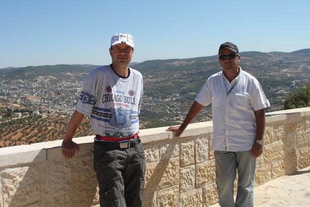 Auf  der Festung, im Hintergrund die Stadt Ajlun.