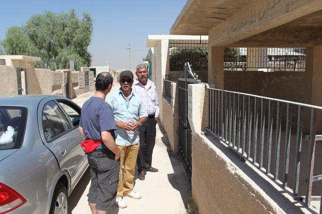 Vor dem Familiengrab Abu Essams.