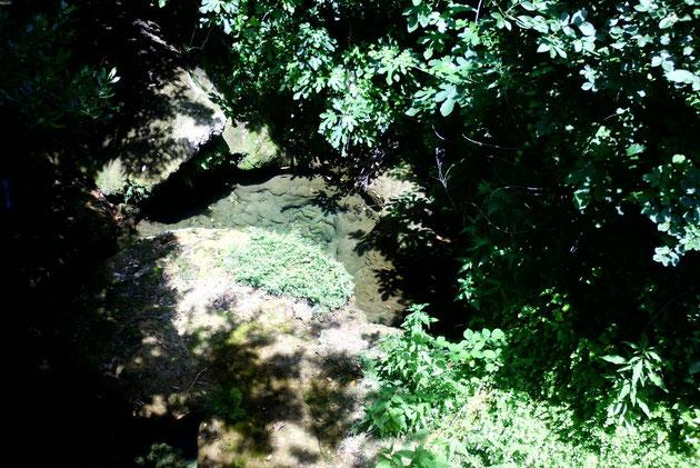 Hier fliesst der Bach Mlini herunter, im Sommer leider fasst ausgetrocknet. Mlini heiss übersetzt Mühle,da an diesem Bach viele Mühlen standen..