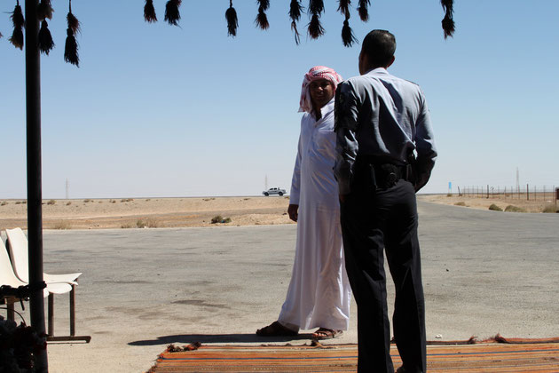 Vor dem Beduinenzelt in Amra..