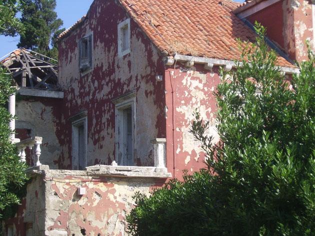 Haus in Srebreno mit Einschüssen.