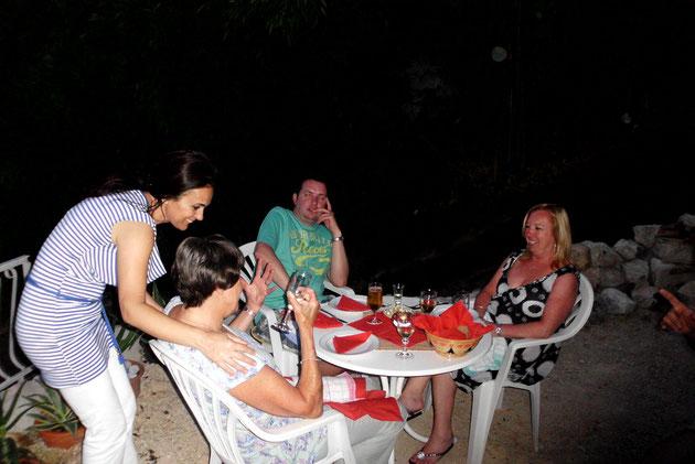 Grillabend bei Andrija mit englischen Gästen.