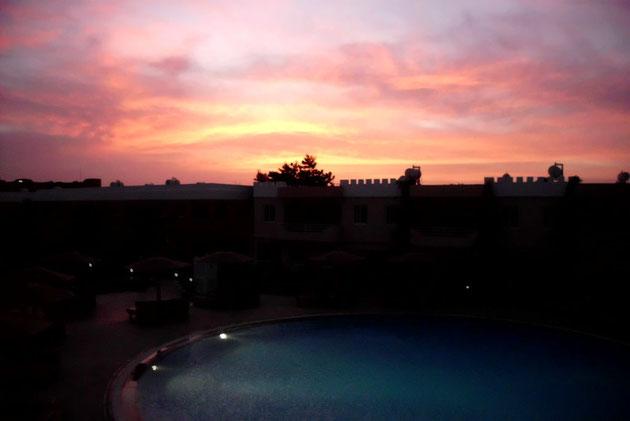 Ägyptischer Sonnenuntergang in der Anlage.