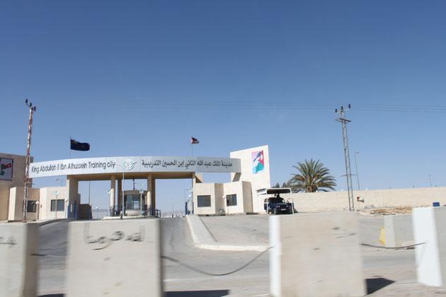 Militärstützpunkt in der Wüste.