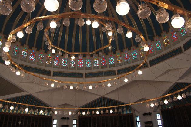 Innenraum der Moschee.