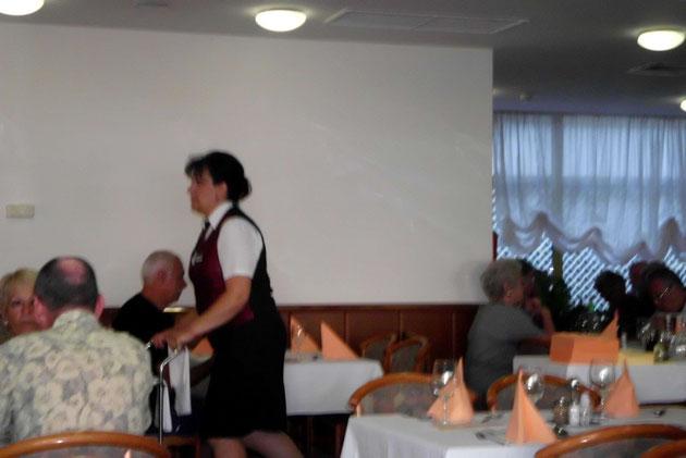 Unsere ganz liebe Kellnerin Iva.