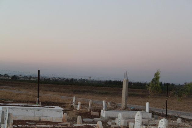 Die sichtbare Ortschaft ist schon Syrien.