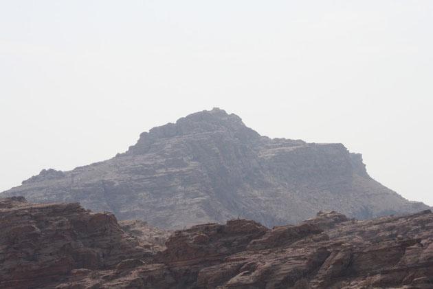 Blick auf Aarons Grab auf der Bergspitze.