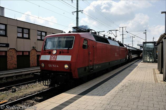 120 152-4 am IC/EC185 Stuttgart-Zürich in Singen (28. März 2011)