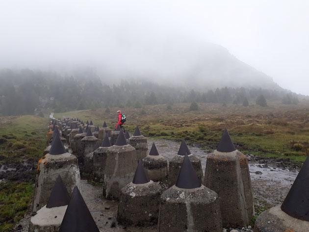 Panzersperre Plamort oberhalb vom Reschenpass - mal wieder im Nebel!
