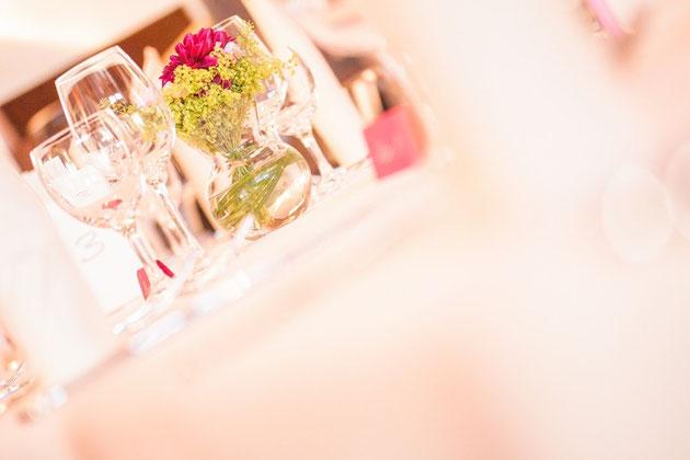 Hochzeitsbilder und Hochzeitsfeier im Saal des Eifeholf in Brohl vom Hochzeitsfotograf Hanau und Gelnhausen.