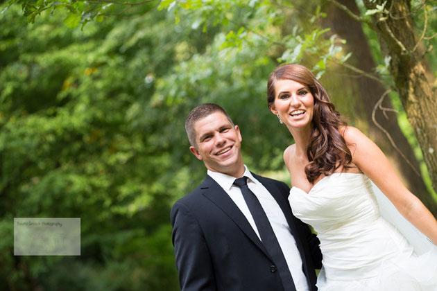Hochzeitspaar im Staatspark Hanau Wilhelmsbad fotografiert durch den Hochzeitsfotograf Hanau und Gelnhausen.