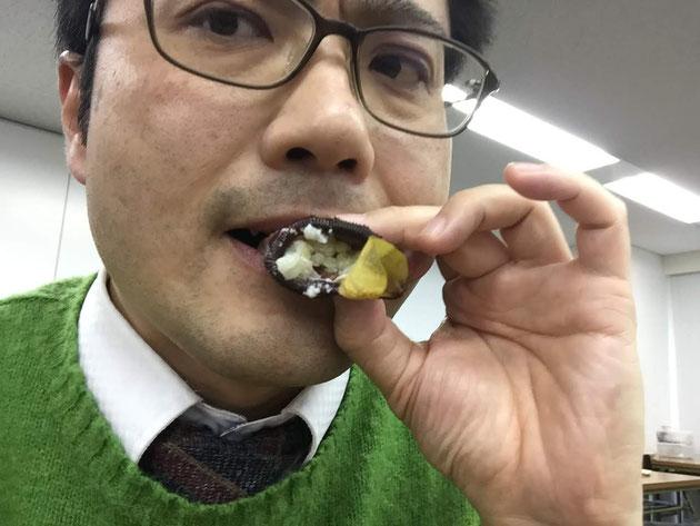 ウツボカズラご飯を頂くガーデンドクター柴ちゃん!