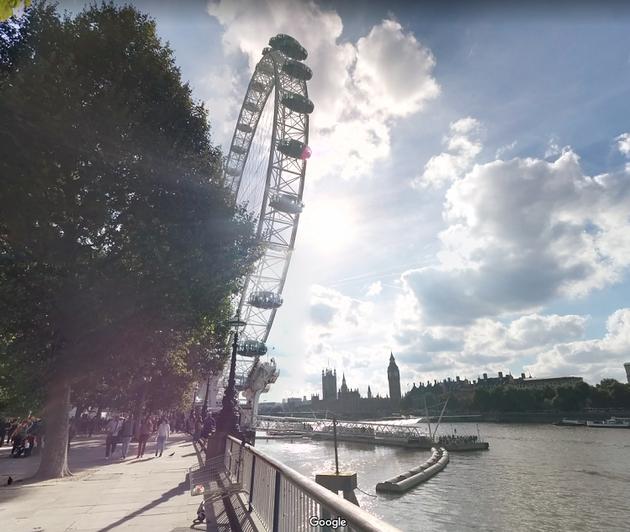 大きな観覧車ロンドン・アイの向こうに見えるのがビッグ・ベン!