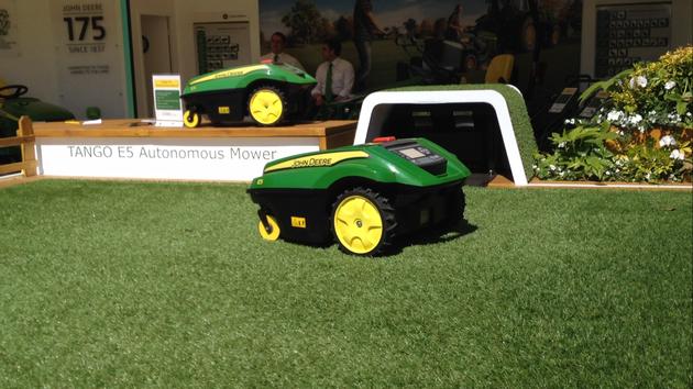 2011年のチェルシーフラワーショウで見た自動芝刈り機