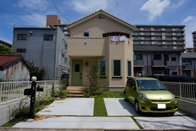 名古屋市ナチュラルテイストの洋風外構。ディズニーシリーズの機能門柱が効いている!