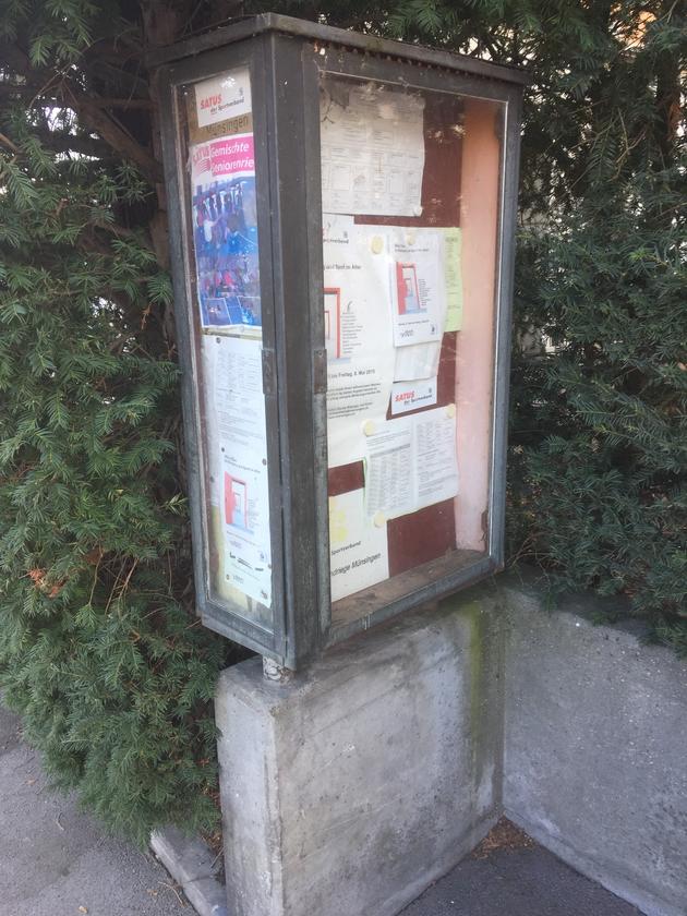 Vereinskasten Münsingen an der Bernstrasse - Auslaufmodell oder Retro-Kult? (Foto: Linus Schärer, 2021)