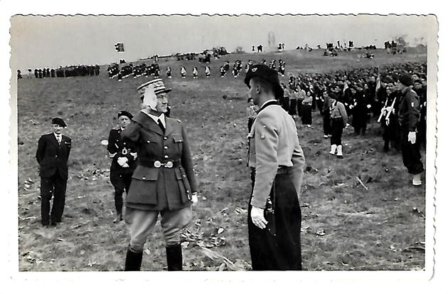 Le commissaire Denis, commandant le regroupement Sidi Brahim n°43, basé à Artemare,  au 1er anniversaire, en juin 1941, de la création du groupement de Planachat