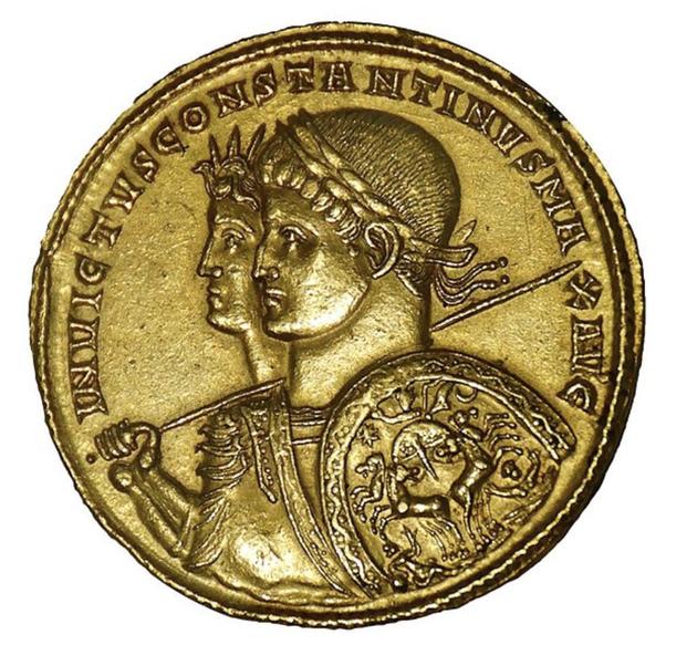 Constantin Ier, le premier empereur romain converti au christianisme, fut au début de son règne adepte du Soleil invaincu, comme en témoignent ses émissions monétaires.