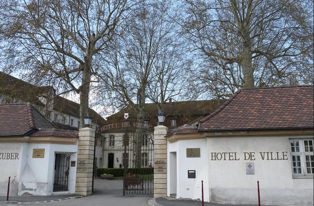Actuel Hôtel de Ville de Rixheim, anciennement Manufacture de papiers Peints Zuber et commanderie des Chevaliers teutoniques jusqu'à la Révolution Française.