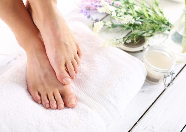 Schöne Füße und Nägel, zarte füße über Nacht pflegen, was gehört zu einer guten Fußpflege, Was kann man machen damit die Füße weich werden