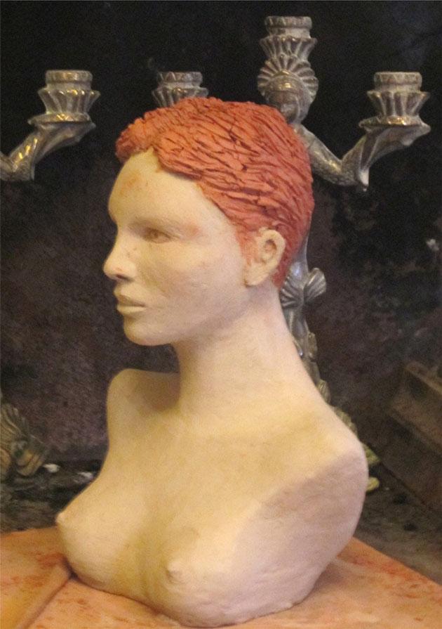 buste de femme en argile.nouveausculpteur sculptures de nus féminins en argile..