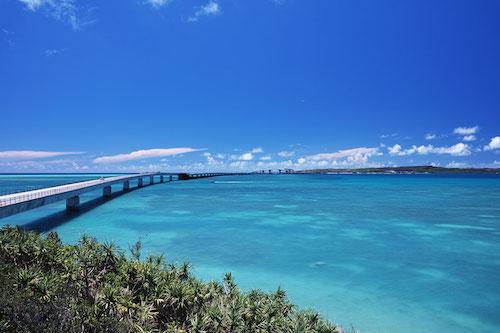 宮古島と伊良部島をつなぐ伊良部大橋の写真です。