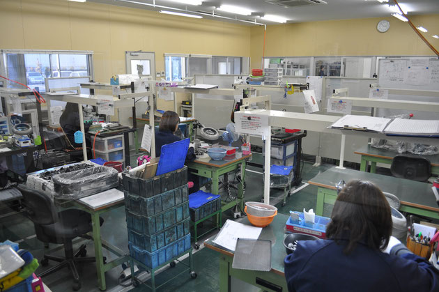 各工程を経た製品を厳しく検査します。
