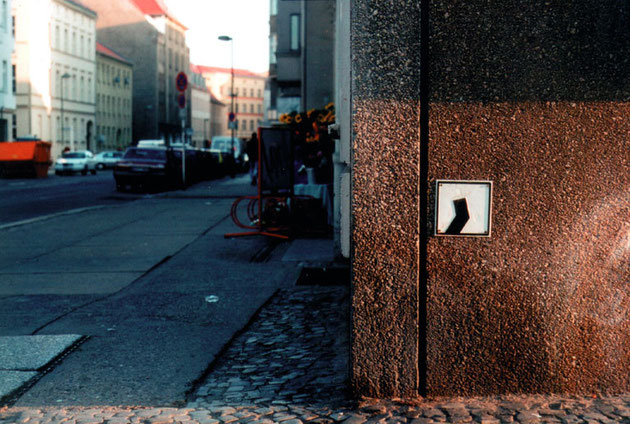 90 zeichen für berlin, aluminium blechprägedruck 1997