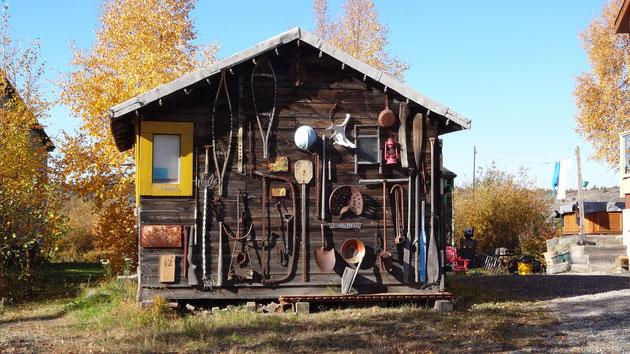イヌイットの道具を飾った家 イヌイットの道具を飾った家 彼らの暮らしは、私たち日本人とは全く違う