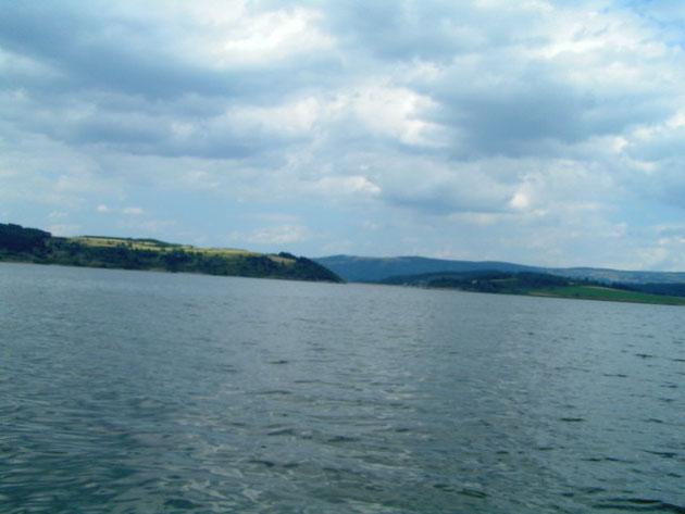 1 000 hectares, c'est grand ! Une barque c'est pratique ...