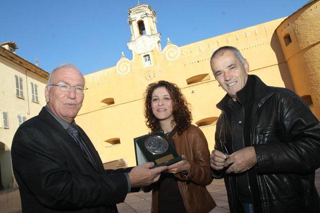 Perrinaïc Lefevre entre Jean-Baptiste Raffalli (à gauche) et Charles Monti, directeur de Corse Net Infos
